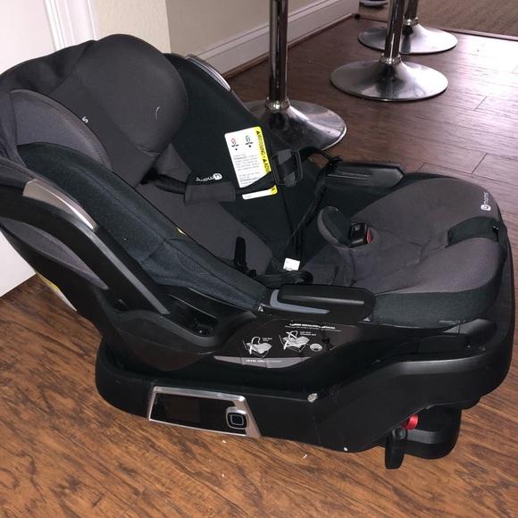 4 Moms Self Installing Car Seat